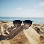 Hut, Schirm und Sonnencreme beugen dem Sonnenbrand vor